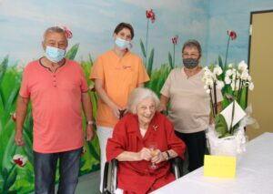 Schwetzingen – Eppelheimerin Elisabeth Schweikert feierte im GRN-Seniorenzentrum Schwetzingen im kleinen Rahmen ihren 100. Geburtstag