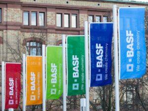 Ludwigshafen – thyssenkrupp und BASF unterzeichnen gemeinsame Entwicklungsvereinbarung zu Dehydrierungstechnologie für den STAR-Prozess®