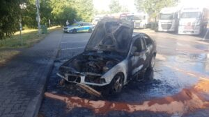Wattenheim / A6 – PKW-Brand auf der  #A6 – Feuerwehr Grünstadt mit 3 Löschfahrzeugen im Einsatz