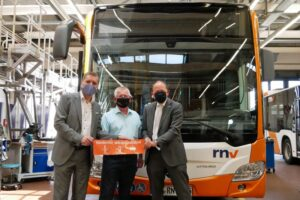 Mannheim – Ein Schritt in Richtung Normalität im ÖPNV: Einbau der Glastrennscheiben in rnv-Bussen dauert an