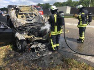 Weinheim – Weinheimer Feuerwehr: Fahrzeug brennt auf der A5 komplett aus