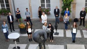 Landau – Die Universität in Landau ehrt ihre Besten: Verleihung der Universitätspreise im Rathaus – Drei Absolventinnen für herausragende wissenschaftliche Arbeiten ausgezeichnet!