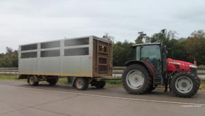 Walldorf/Hockenheim – Vom Navi auf Autobahn geführt – Traktor mit Anhänger auf A 6 gestoppt – 45 Erntehelfer auf Ladefläche – Ermittlungen eingeleitet