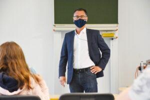 Germersheim – Schulbankdrücken in den Sommerferien – Freiwillige Sommerschule für Schülerinnen und Schüler der weiterführenden Schulen und der Förderschulen ist gestartet