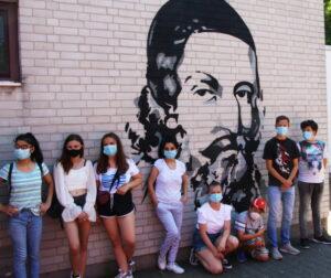 Ludwigshafen – Gemeinsam vor Ideen sprühen – Jugendliche verschönern Wände des Comeniuszentrums beim interkulturellen Graffiti-Workshop der Malteser
