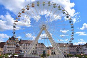 """Landau – Riesenrad auf dem Rathausplatz geht in die Verlängerung: """"Landau Eye"""" im Herzen der Innenstadt dreht sich noch bis zum 30. August"""