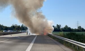 """Ludwigshafen – PKW """"Auf dem Hirschen"""" völlig ausgebrannt"""