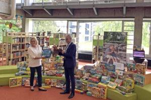 Heidelberg – Kooperation von Stadtbücherei und Stadtwerken Heidelberg macht Sommerferienaktion möglich: Brettspiele für den Familienurlaub zuhause ausleihbar