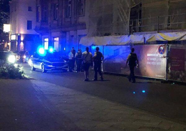 Mannheim – ERSTMELDUNG – Großeinsatz der Polizei in der Innestadt – bisher zwei Festnahmen