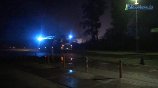 Heßheim – NACHTRAG:  Brand auf dem Gelände der Mülldeponie im Bereich Gerolsheim/Heßheim – Feuerwehren weiterhin im Einsatz – Keine Gefahr für Anwohner