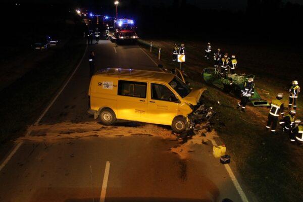 Dannstadt-Schauernheim / Böhl-Iggelheim – Nachtrag: Zwei Schwerverletzte bei Verkehrsunfall auf der Landstraße zwischen Böhl und Dannstadt – Kleinwagen prallt frontal in Kleintransporter