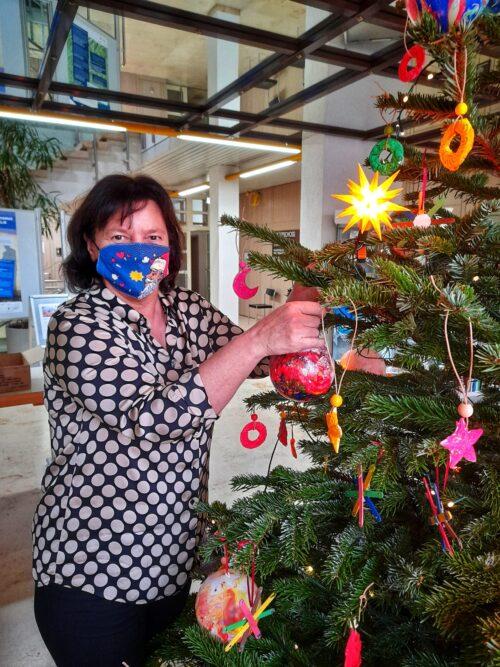 Schifferstadt – Lebenshilfe bastelt Christbaumschmuck fürs Rathaus