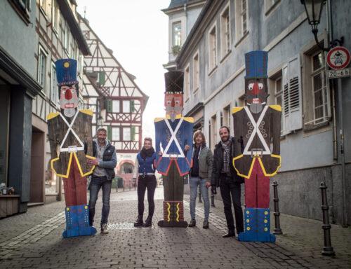 """Weinheim – Nur eine """"Knackerin"""" fehlt noch! Weinheimer Einzelhändler überraschen mit """"knackiger"""" Weihnachtsdeko in der City"""