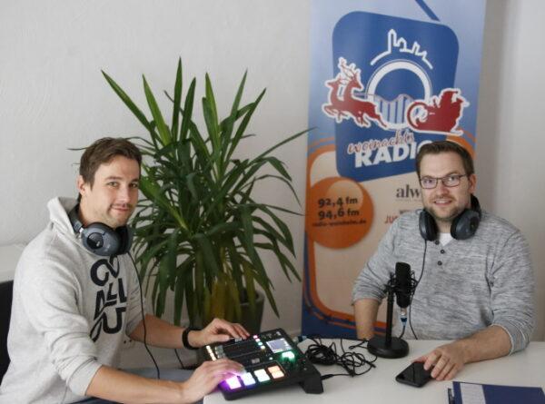 Weinheim – Ein Weihnachtsradio gegen Einsamkeit – Weinheimer Radiosender für Senioren ist im Dezember auf zwei UKW-Frequenzen zu hören – Ermöglicht durch die alwine-Stiftung