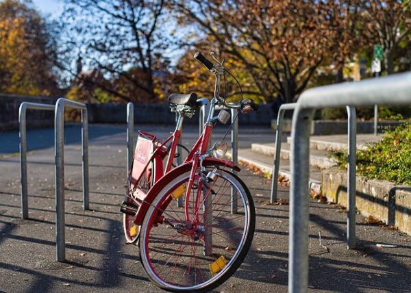 Heidelberg – Neue Fahrradständer an der Carl-Bosch-Schule! Erfolgreiche Initiative des Jugendgemeinderats