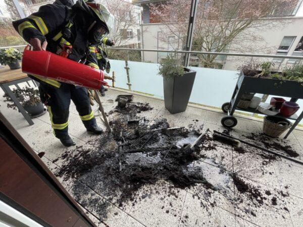 Weinheim – Fritteuse in Brand geraten –  Gemeldeter Balkonbrand im Prankel kann von Bewohner rechtzeitig gelöscht werden.