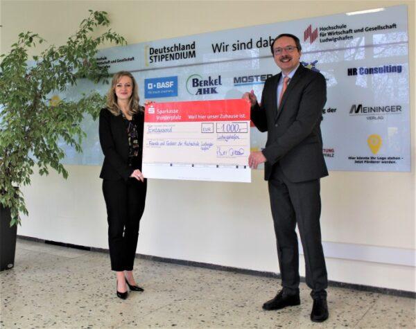 """Ludwigshafen – Sparkasse Vorderpfalz unterstützt den """"Verein der Freunde und Förderer der Hochschule Ludwigshafen"""" mit 1.000€-Spende"""
