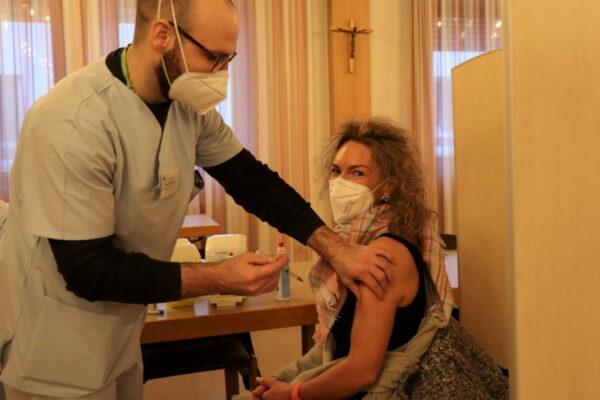 Ludwigshafen – Erste Impfungen für Mitarbeiter des Krankenhauses Zum Guten Hirten