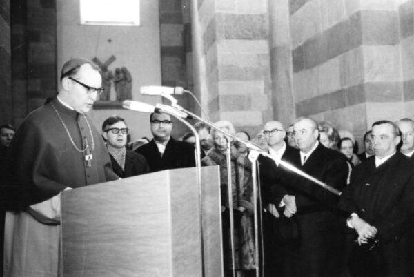 Speyer – Das Hauptportal des Speyerer Doms wird 50 – Toni Schneider-Manzell schuf das Bronzetor, das als Geschenk der Rheinland-Pfälzischen Landesregierung von 50 Jahre übergeben wurde