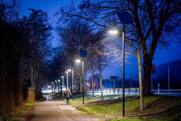 Heidelberg – Teststrecke mit Solarleuchten in Betrieb genommen! Stadtwerke Heidelberg prüfen klimafreundliche Beleuchtungsalternative für abgelegene Orte