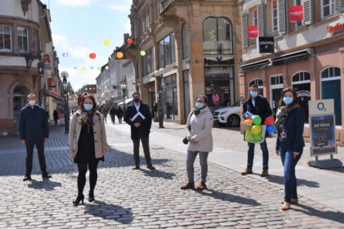 """Landau – #landauistbunt – Südpfalzmetropole schmückt ihre Innenstadt mit farbenfrohen Lampions für die Sommermonate – Maimarkt findet """"to go"""" statt – Stadtspitze hofft auf Präsenz-Herbstmarkt"""