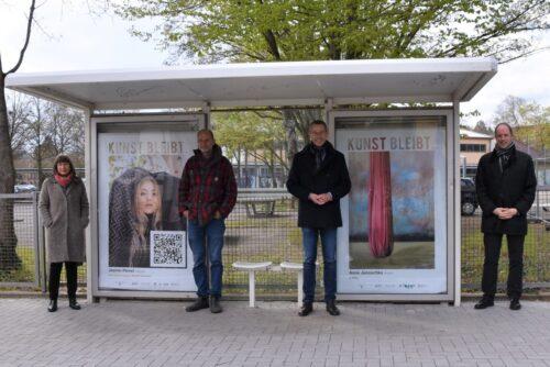 """Landau – Einladung zum Kunstspaziergang: Großflächenausstellung """"Kunst bleibt."""" In Landau eröffnet! 60 Plakate regionaler Künstlerinnen und Künstler noch bis 3. Mai im Stadtgebiet zu sehen"""