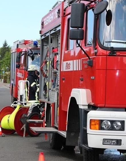 Speyer – VIDEO NACHTRAG – Brand zwischen zwei Mehrfamilienhäusern – Kriminalpolizei ermittelt