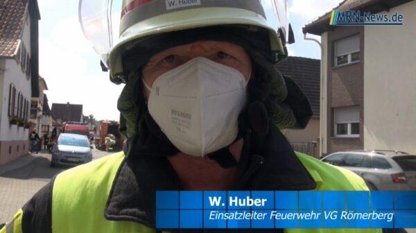 Rhein-Pfalz-Kreis – VIDEO NACHTRAG – Feuerwehr in Römerberg Berghausen beim Wohnhausbrand im Einsatz