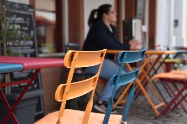 Südliche Weinstraße – Auch Mitarbeiterinnen und Mitarbeiter von Gastronomiebetrieben gehören der Priorisierungsgruppe 3 an und können sich für einen Impftermin registrieren