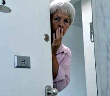 Heidelberg-Bergheim – 74-jährige Frau wird Opfer trickreicher Diebe – Polizei sucht Zeugen