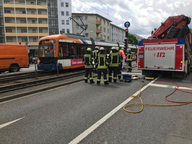 Ludwigshafen – Unfall zwischen Pkw und Straßenbahn – 1 Verletzter und 15.000 Euro Sachschaden – Nachtrag