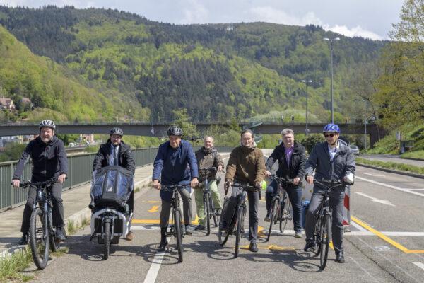 Heidelberg – Für mehr Klimaschutz startet der Radverkehrsversuch B 37: Strecke zwischen Heidelberg-Schlierbach und Neckargemünd offiziell eröffnet! Gesichertes Radeln auf 3,6 Kilometern Länge