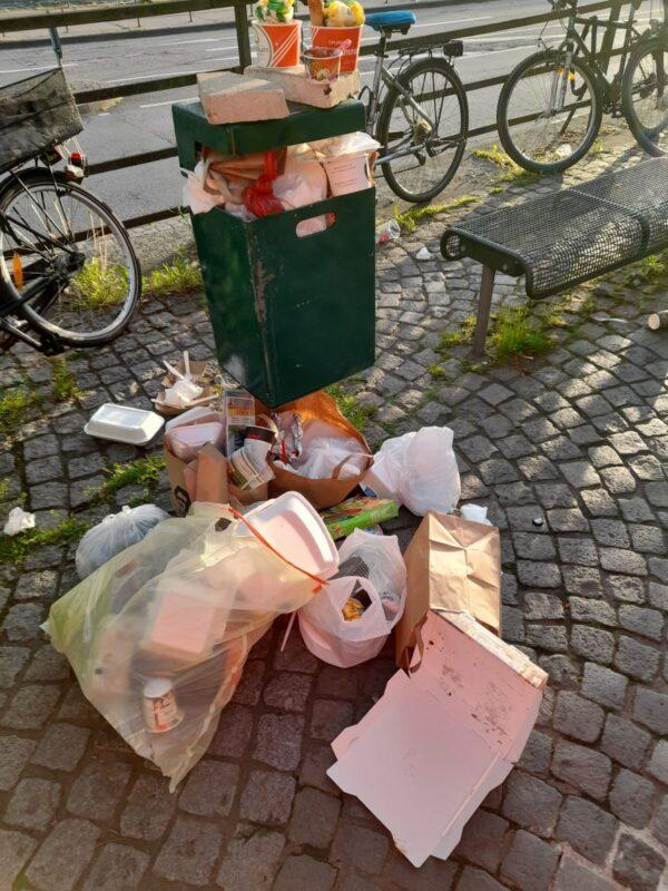 """Heidelberg – Stadt soll wieder sauberer werden: Stadt reinigt öfter und appelliert an die Bevölkerung! Corona-Trend """"Essen zum Mitnehmen"""" produziert viel Müll auf öffentlichen Straßen und Plätzen"""