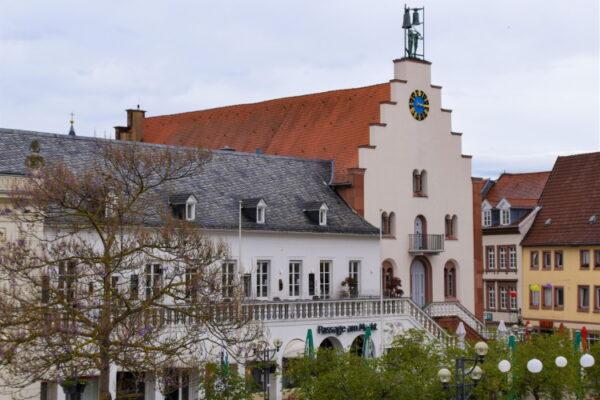 Landau – Premiere in der Südpfalzmetropole: Präsenz-Sitzungen des Haupt- und des Bauausschusses werden live im Netz gestreamt