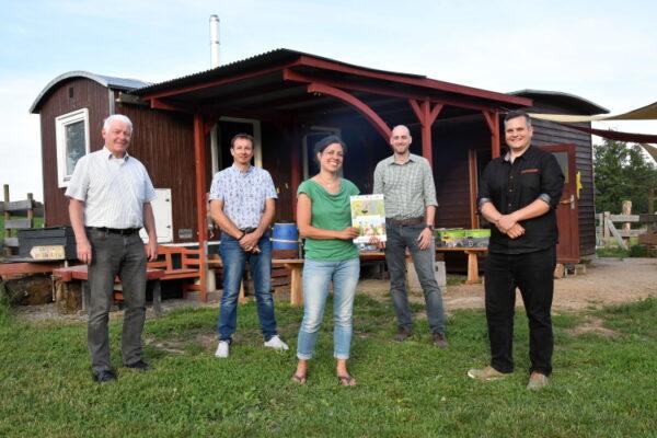 """Schwarzach – Diese Partner passen perfekt zusammen Kooperation: """"Wald- und Wiesenwichtel"""" werden zum Naturpark-Kindergarten"""