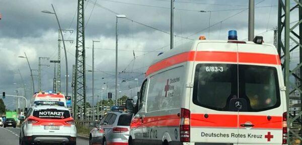 Weinheim – Schwerer Verkehrsunfall mit Rettungswagen im Kreuzungsbereich der #B38