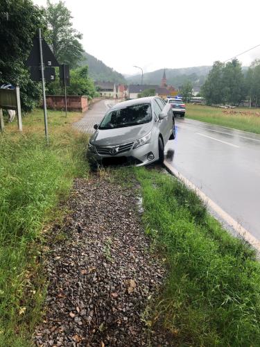 Vorderweidenthal – Fahrer übersieht Loch am Fahrbahnrand
