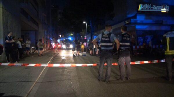 Ludwigshafen – VIDEO NACHTRAG – Dachgeschossbrand in Mehrparteienhaus – 4 Verletzte – ca. 100 Personen evakuiert