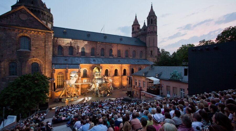 Worms – VielfältigesFestspielprogramm: Theater-Begegnungen mit Autor Lukas Bärfuss