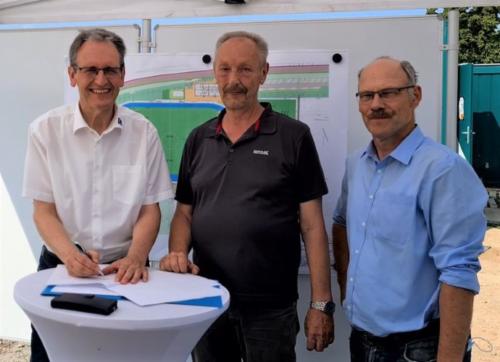 "Brühl – Umzugs-Unterschrift beim ""Bergfest"" im Sportpark Süd"