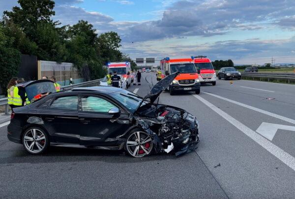 Ludwigshafen – Unfall mit 3 Leichtverletzten und hohem Sachschaden auf der #A6 bei Beindersheim