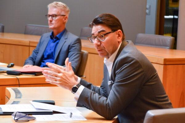 """Landau – Stellungnahme von Landaus OB Hirsch zum """"Landau-Pass""""- Stadtchef sieht Gesamthaushalt und nachhaltige Stadtentwicklung in Gefahr und setzt Verwaltungsvorbereitungen bis zur aufsichtsbehördlichen Klärung aus"""