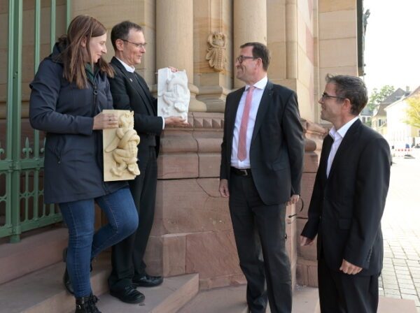Speyer – Darstellungen der Todsünden für die Nachwelt gesichert – Herstellung von Abgüssen und Repliken der Bauzier am Westbau des Speyerer Doms