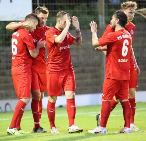 Mannheim – Sieg unter Flutlicht Rasenspieler bezwingen FC Olympia Kirrlach mit 2:0