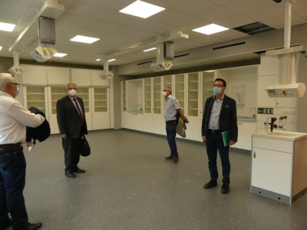 Frankenthal – Bauausschuss des Bezirkstags Pfalz besichtigt den Neubau des Pfalzinstituts und Karolinen-Gymnasiums