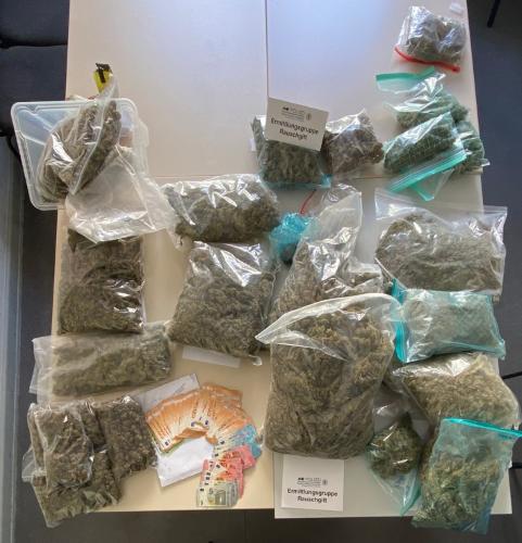 Mannheim – 25-jähriges Ehepaar wegen Verdachts des Handeltreibens mit Betäubungsmitteln in nicht geringer Menge in Haft – Sicherstellung von rund 20 Kilogramm Marihuana und 12.000 Euro Bargeld