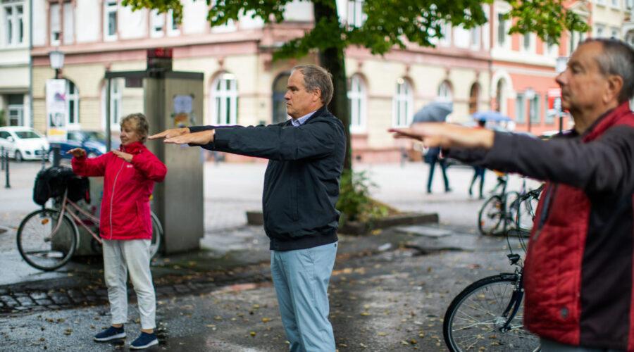 Heidelberg – Alltagsfitness für Ältere im Stadtteil! OB Prof. Dr. Eckart Würzner besuchte zum zehnjährigen Bestehen Bewegungstreff in der Weststadt