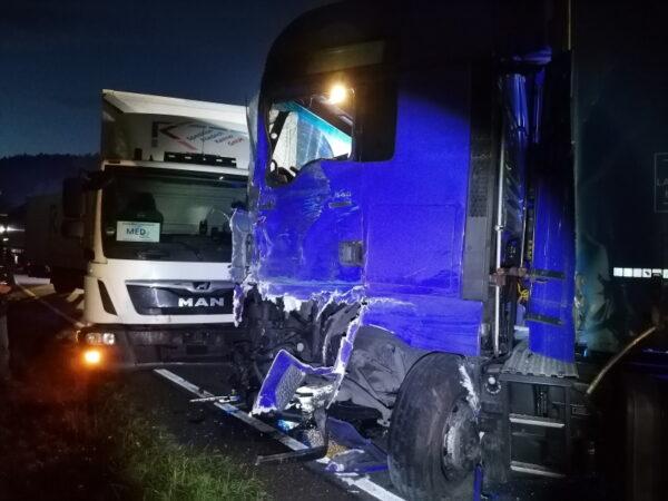 Hauenstein – #B10 – Unfall mit drei beteiligten LKW