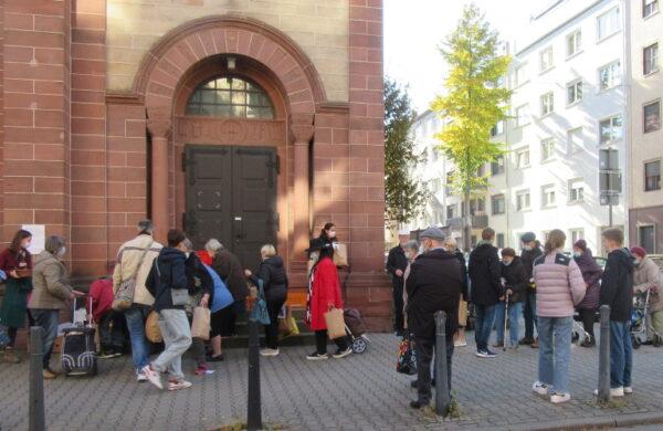 Mannheim – Sonntagseinladungen gestartet: St. Josef gibt Essenstüten aus – 18 Gemeinden bewirten in der kalten Jahreszeit obdachlose und bedürftige Menschen
