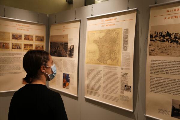 """Heidelberg – Bürgermeister Schmidt-Lamontain gedachte auf Deportiertenfriedhof in Gurs der NS-Opfer Ausstellung """"Gurs 1940"""" noch bis 12. November im Rathaus"""